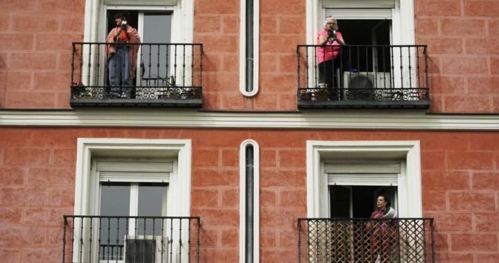 Protesti na prozorima i balkonima u Zagrebu